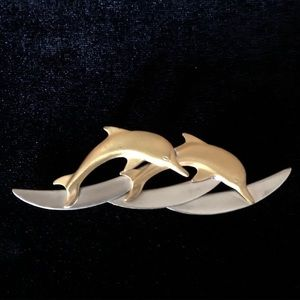 4/$10 💙 VINTAGE leaping dolphin metal pin
